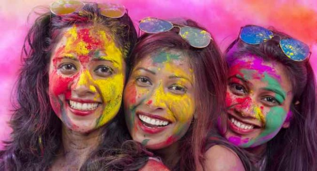 How To Protect Your Skin From Holi Colours in Hindi