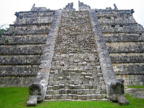 history and intresting fact of chichen itza in hindi